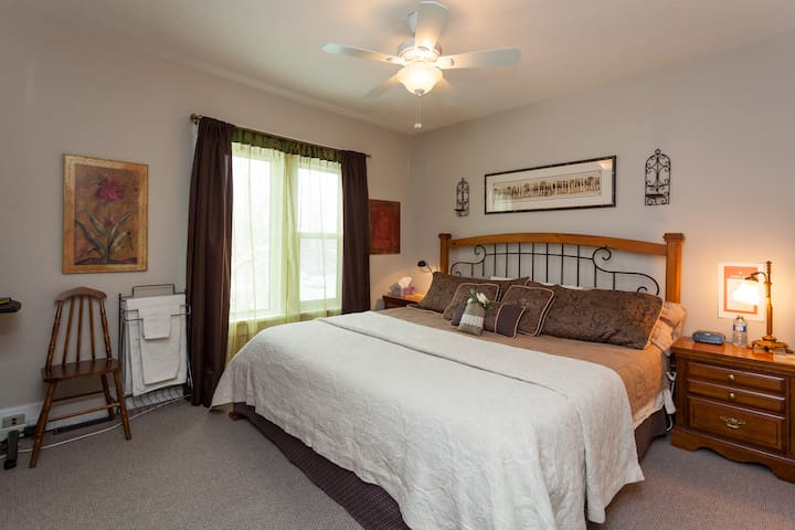 SUNNYSIDE HERITAGE HOME Guest Rm 2