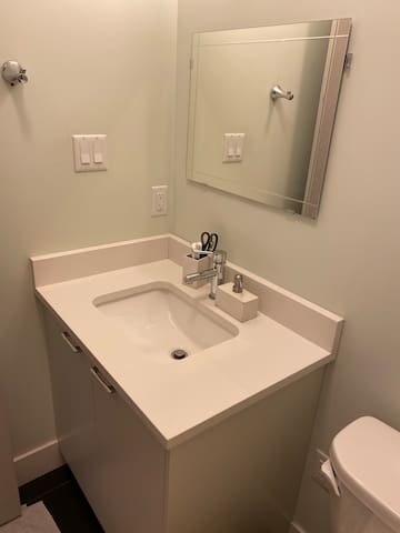 1 room available at west Bedford
