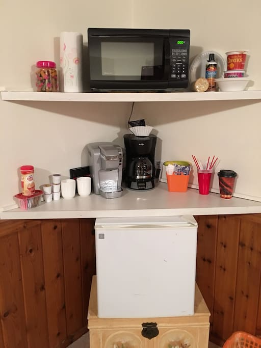 Coffee, tea, breakfast bars for your enjoyment, feel free to bring your own items.