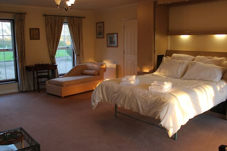 The Pippins studio flat B&B. - Hatch - Bed & Breakfast