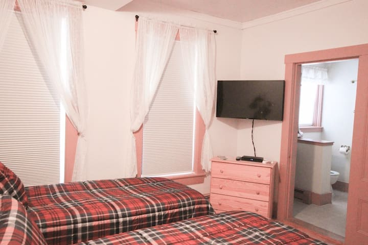 1C Allegory Inn - Twin Mtn (2 twin beds & br)