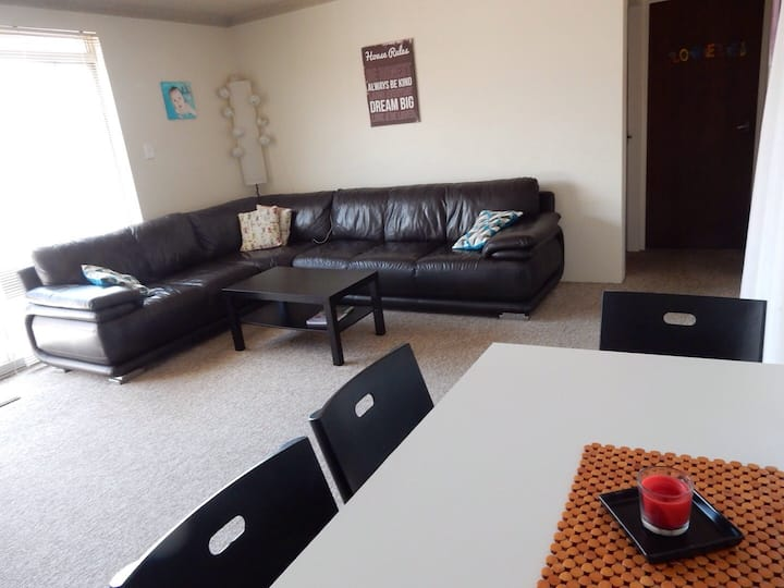 Private Room in 2bedroom Apt