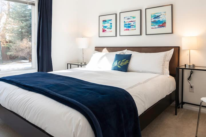 Sunny Garden Suite, King Bed--Louisville, CO