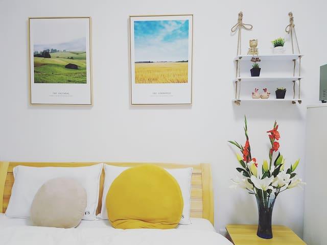 闲置新房,装修后一直未入住。Brand new furnished cozy apartment.