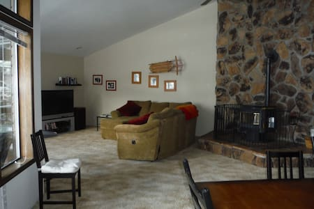 Large home near Lake Cle Elum - Casa