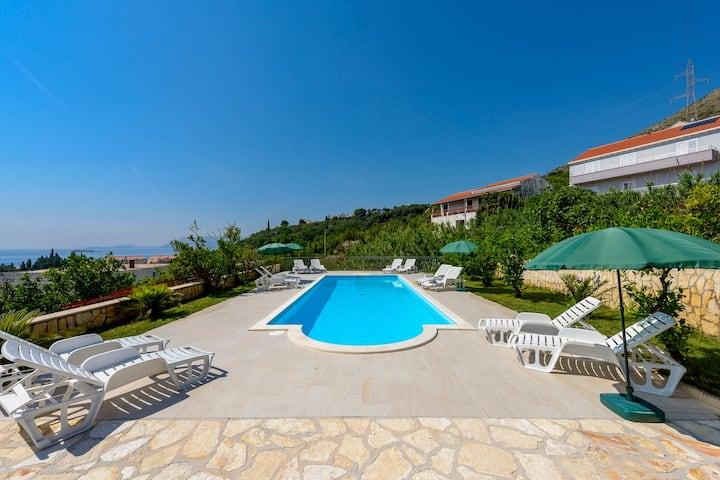 Private Room 1 Sea view & swimming pool & BBQ