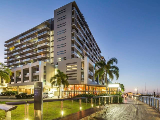 Privately owned Hotel Room by Cairns Marina 222