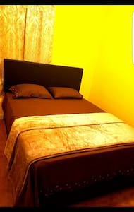 Luxury room for rent with parking. - Newark - House