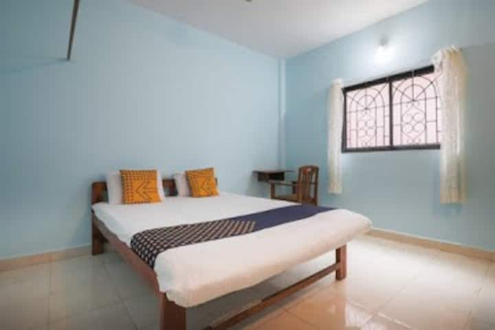 AC room - clean & charming  wifi & commun kitchen
