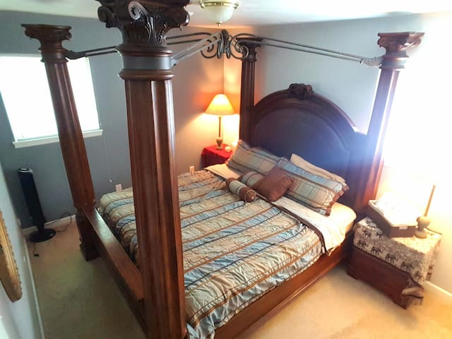 King bed, Breakfast Fixins Provided in Quiet House