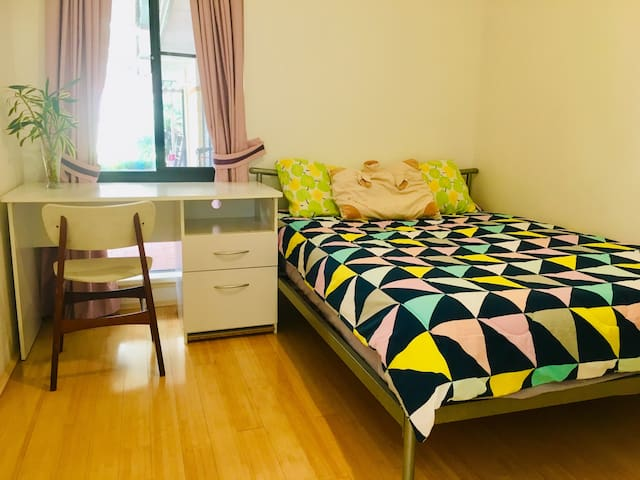 LOVELY HOLIDAY ROOM NEAR CURTIN UNIVERSITY