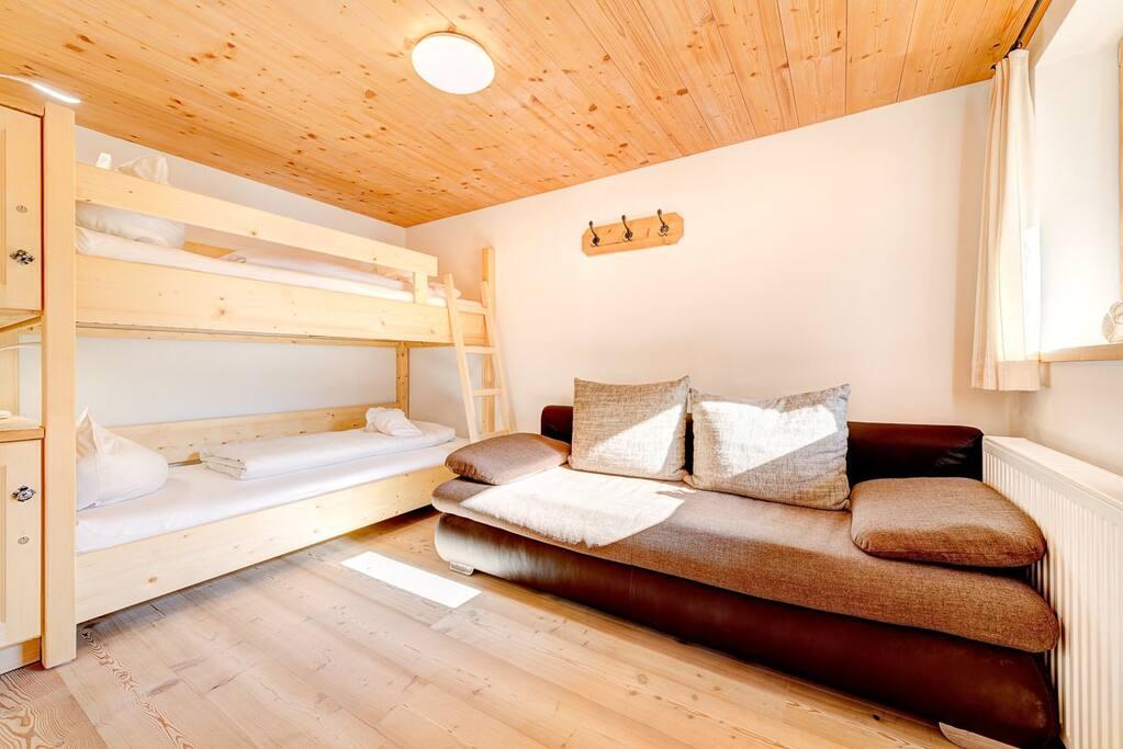 2. Schlafzimmer mit Etagenbett und Schlafsofa