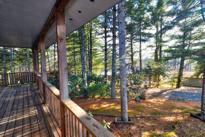 Home sits on a nice size lot in the heart of Linville Land Harbor