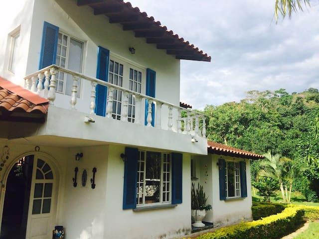 Hermosa casa,condominio campestre - Villeta - House