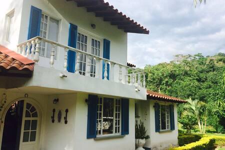 Hermosa casa,condominio campestre - Villeta