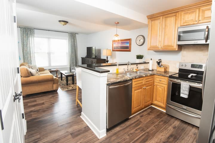 The Blue Rabbit Townhome #5 DT w/free parking