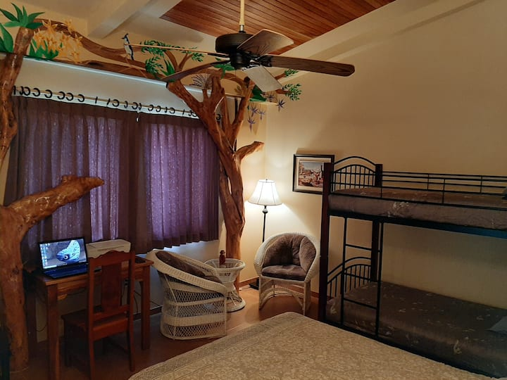 Marita's B&B Magpie Room Sleeps 4 / Free Breakfast