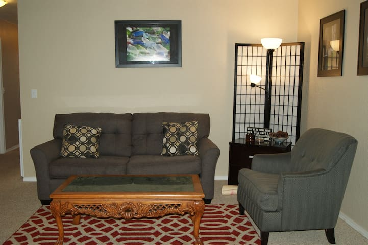 2bd w/Fireplace with free WiFi