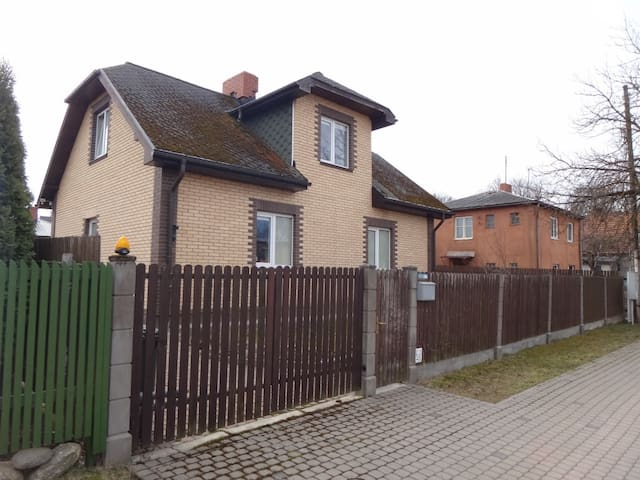 Nice house with 2 bedrooms in Cesis Old town - Cēsis - Casa