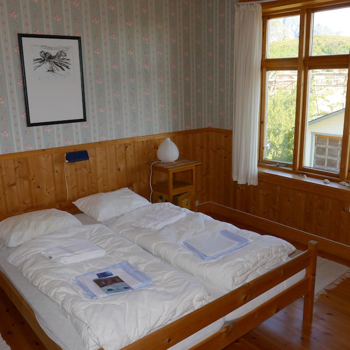 The room is furnished with a double bed and a single bed