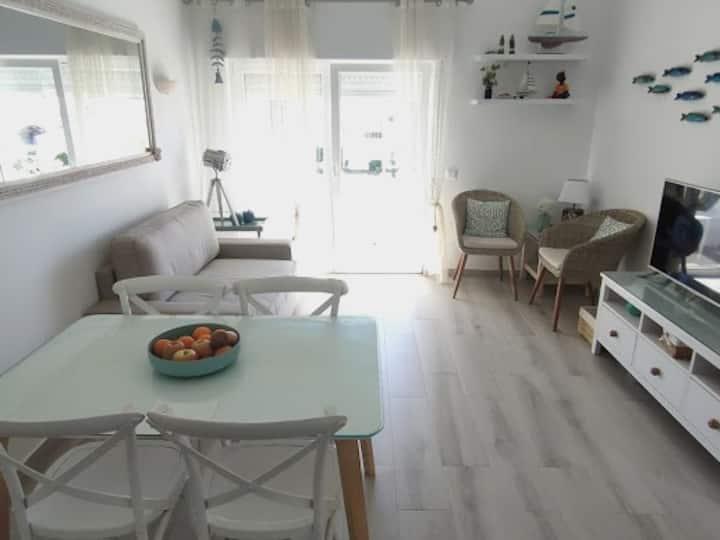 Sea view apartment with solarium.