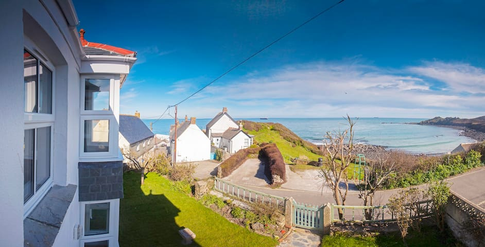 Stunning sea views, spacious, recently renovated - Coverack - House