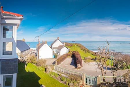 Stunning sea views, spacious, recently renovated - Coverack