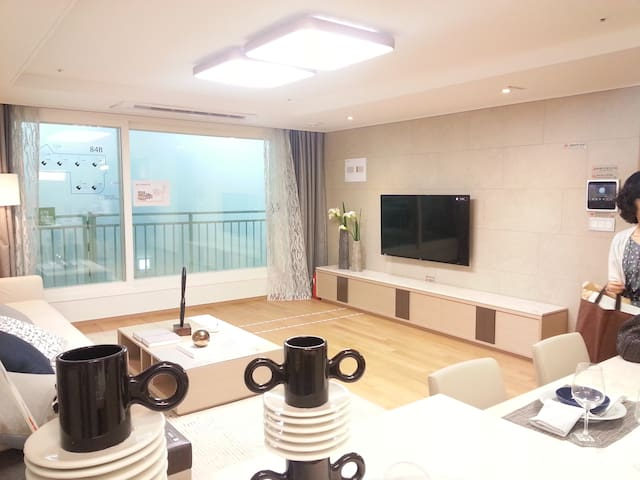 깔끔한 숙소와 편의 시설이 이용이 편리한 하우스 - Geoje-si - Wohnung