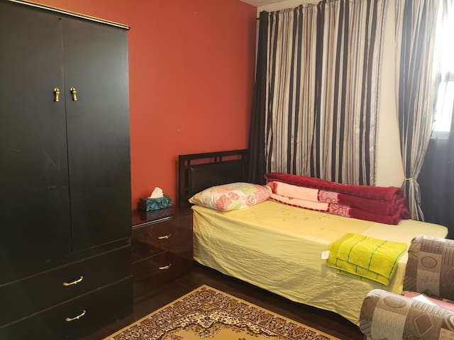 Aprivate room daily $55 near Pearson Int'l Airport