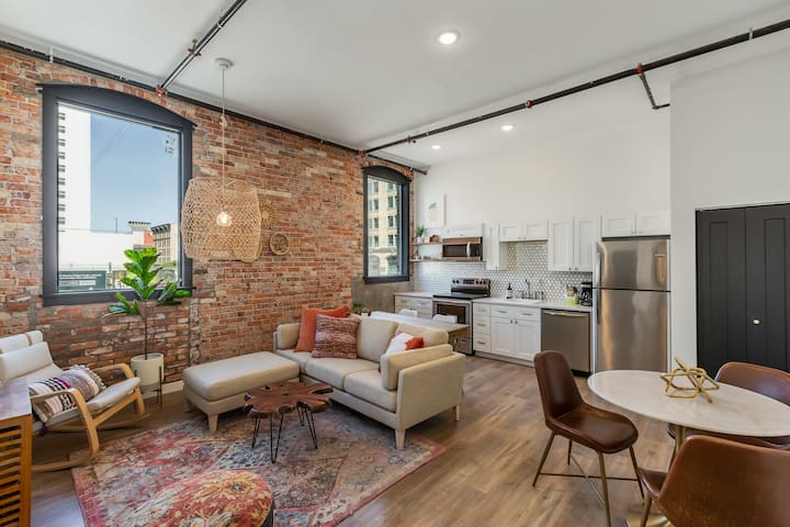 Downtown Loft- Aerie No 2 Unit 15