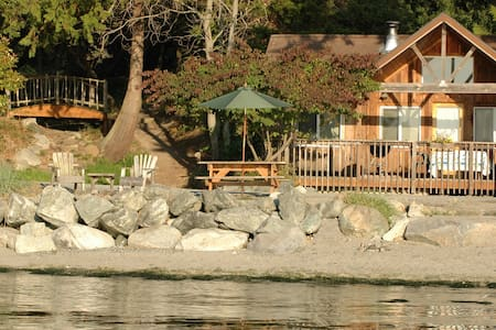 Beachfront Cabin - Deluxe 2BR on Stunning Beach!