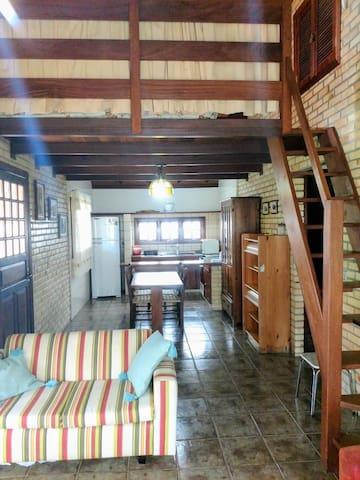 Térreo: sala, copa e cozinha integradas