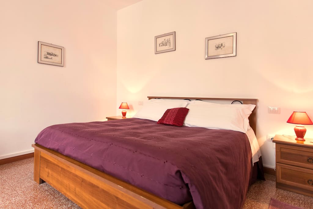 Room with ample bathroom chambres d 39 h tes louer for Chambre d hote sardaigne