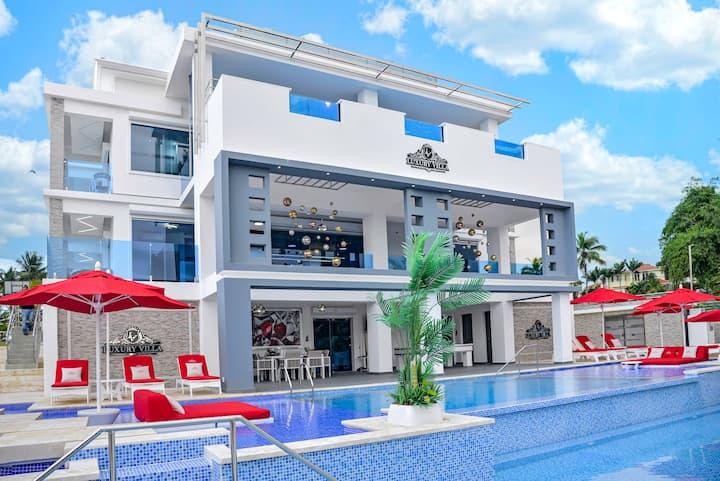 LuxuryVilla2 *comfort, pool and relax.10minAirport
