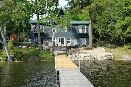 **4 Bedroom Waterfront Cottage on Kushog Lake**