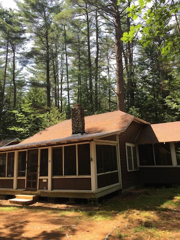 Quaint 3br Up-To-Date Adirondack Cottage - Lake Luzerne - Cottage