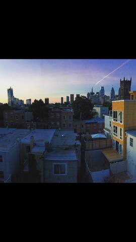 Private room with a walkout balcony with a view! - Philadelphia - Apto. en complejo residencial