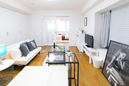 Clean room!wifi!新宿電車5分中野ブロードウェイ近く~max5人 - Nakano-ku - Daire