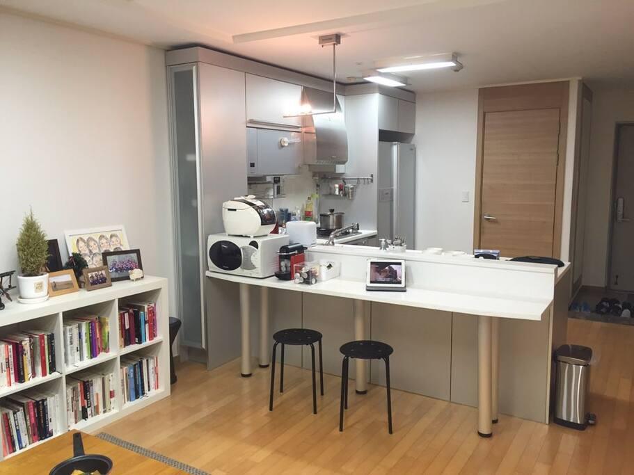 Living room & Bar table