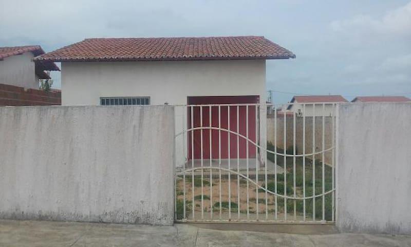 Casa Lajeada bem ventilada e ensolarada - Extremoz - Huis