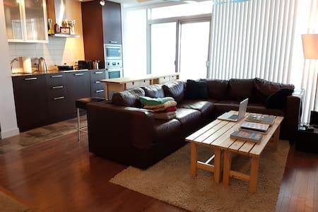 Condo in Downtown Toronto - Toronto - Apartment