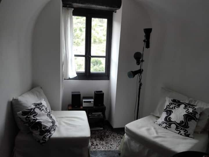 Charming small apartment (mq32)