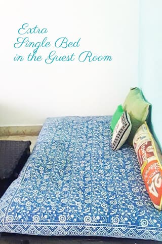 Happysong/ Bright & Spacious Room in Banjara Hills