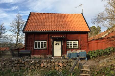 Mysigt hus nära ån i Söderköping
