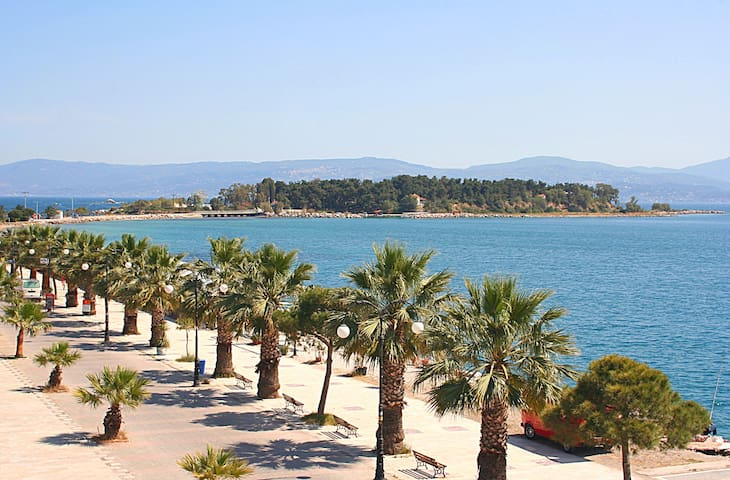 nise stay at Eretria port close to everything.....