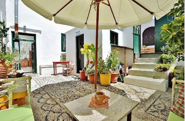 Villa Oistros