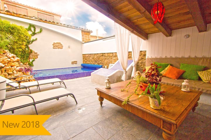 Catalunya Casas: Relaxing Villa Vic in the Barcelona mountains, with an on-site spa!