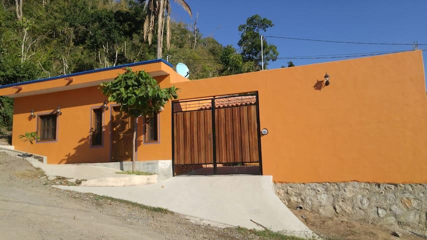 Beautiful home close to the beach - La Manzanilla - House