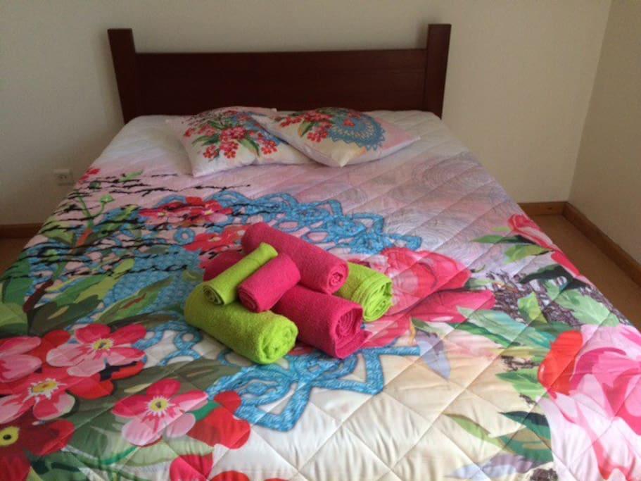 Quarto cama casal/ com tudo incluido!