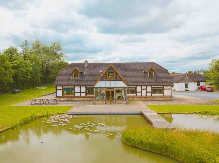 7 Bedroom Lakeside Lodge, Roscommon. 4 STAR ☘️☘️☘️☘️